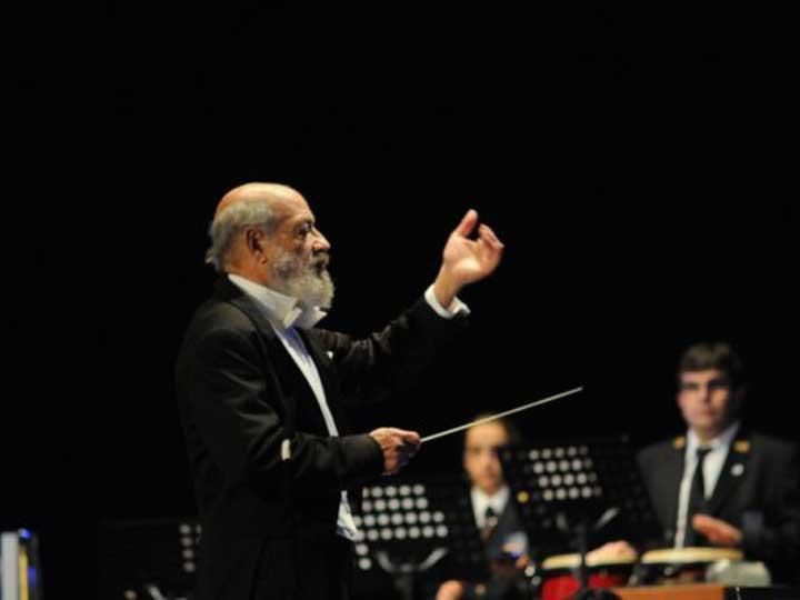 El maestro Norman Milanés en una imagen de la Associació Unió Musical de Bocairent.