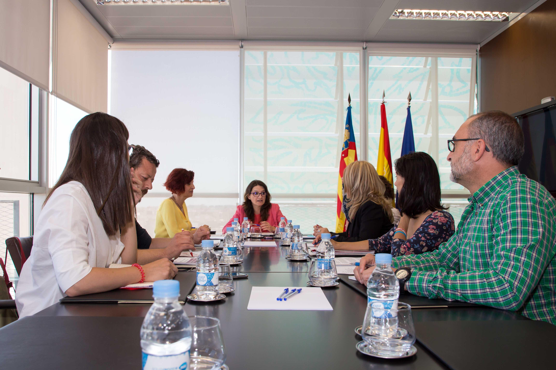 La vicepresidenta y consellera de Igualdad y Políticas Inclusivas, Mónica Oltra, durante la reunión.