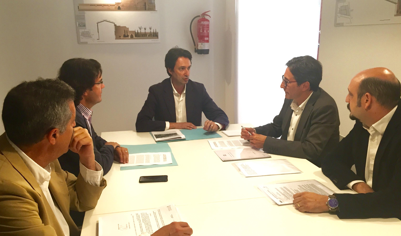 Reciente reunión entre Marcial Díaz, Vicente Betoret y José María Chiquillo sobre la declaración de La Tomatina.