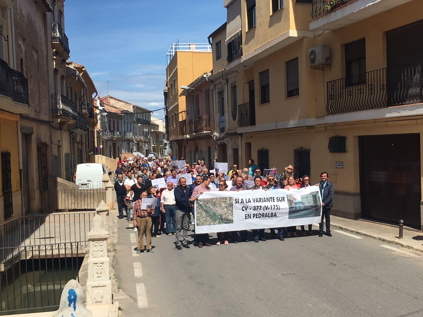 Manifestación desarrollada para exigir el dsbloqueo de la variante sur de Pedralba.