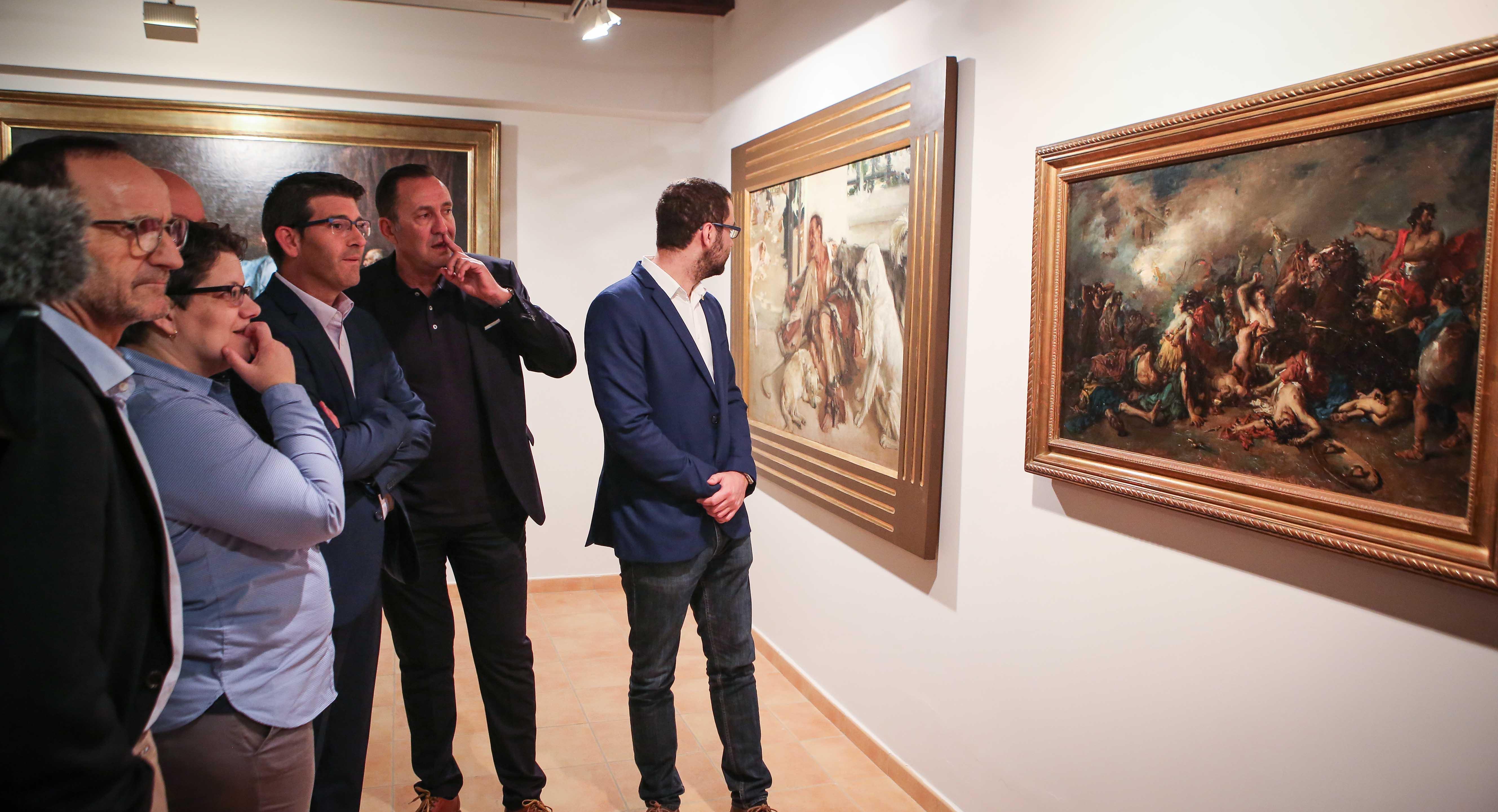 El presidente de la Diputación, Jorge Rodríguez, junto a otros diputados en su visita a Requena.