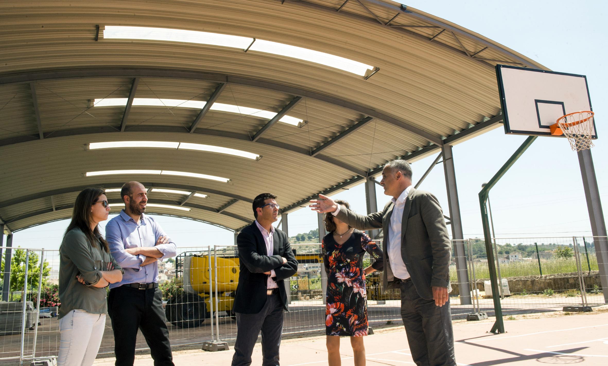 Jorge Rodríguez amb l'alcalde de Manuel, Josep Antoni Pastor, i els diputats Pablo Seguí i Ivan Martí.