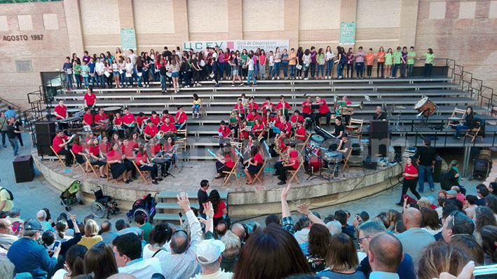 El auditorio al aire libre del Paseo de San Luis ha acogido la III Trobada.