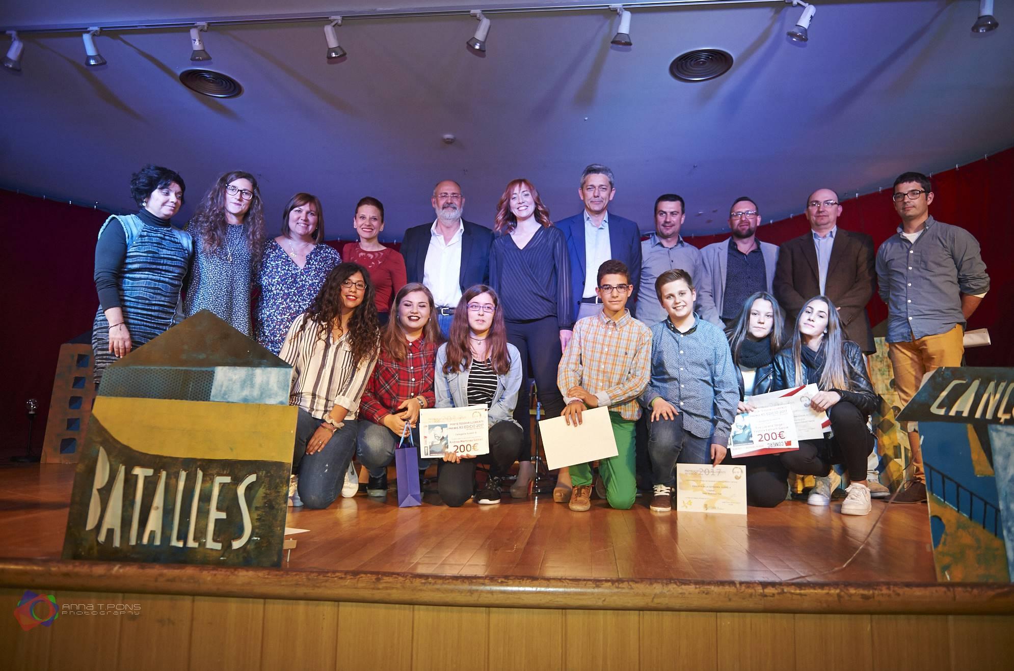 El Centre Social de la Pobla de Vallbona acollia divendres el lliurament dels Premis Poeta Teodor Llorente.