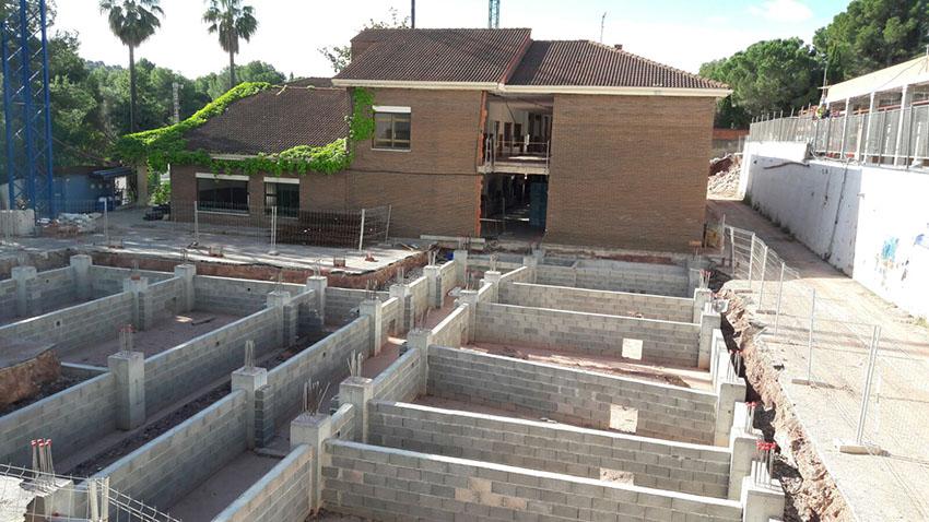 Obras paralizadas del centro de educación infantil y primaria Emilio Lluch en Nàquera.