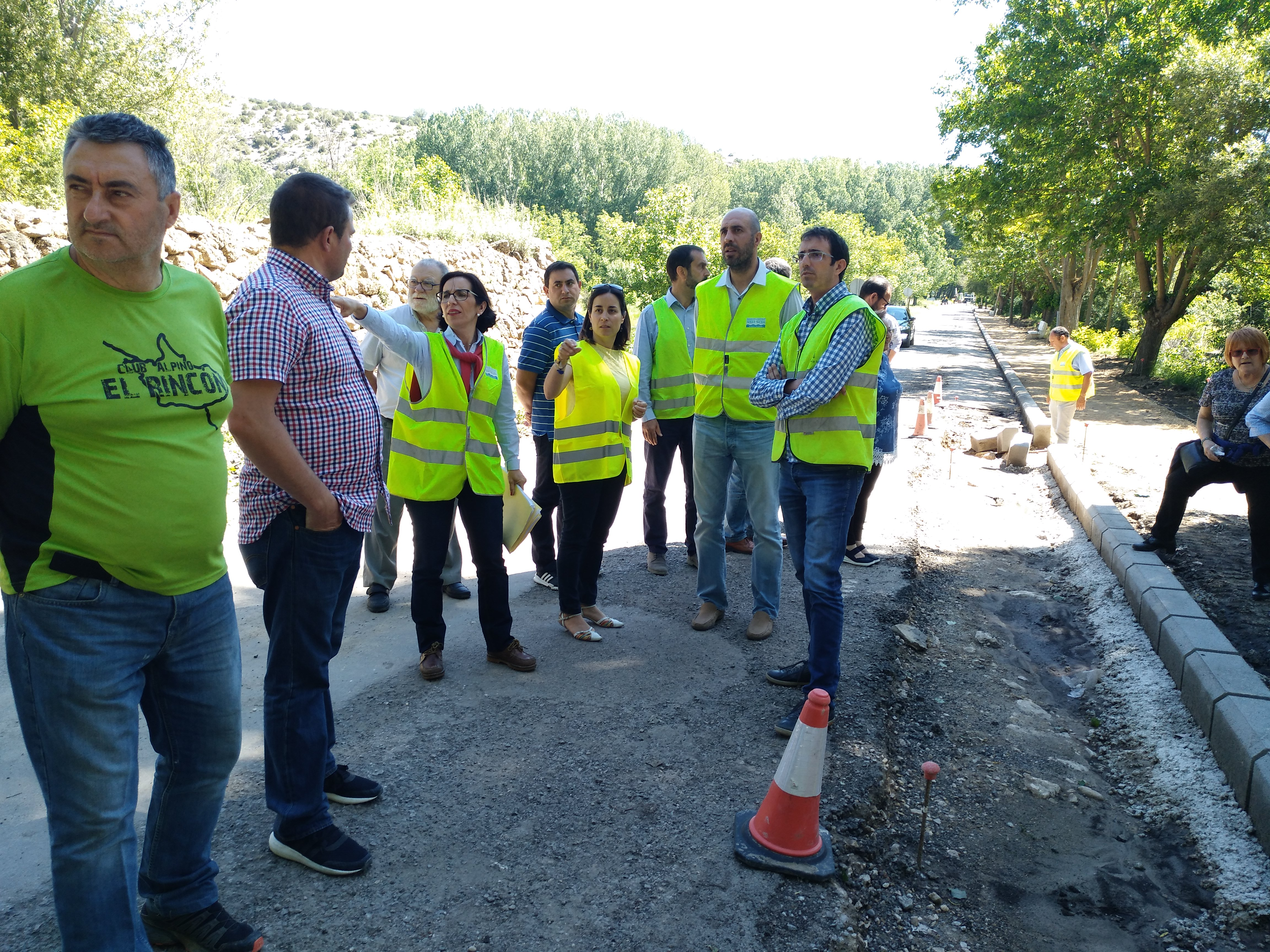 El diputado Pablo Seguí visitando las obras en la carretera CV-478.