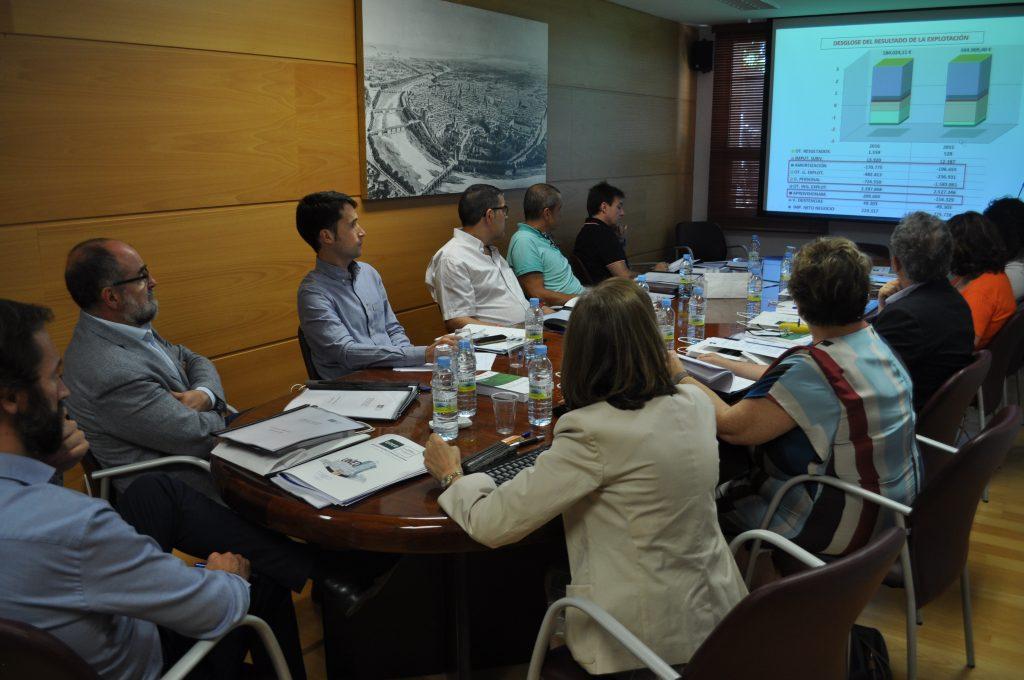 La diputada Mercedes Berenguer se reúne con portavoces de la Universidad a Distancia, que le trasladan su intención de construir una biblioteca en Valencia y crear un nuevo grado en Criminología .