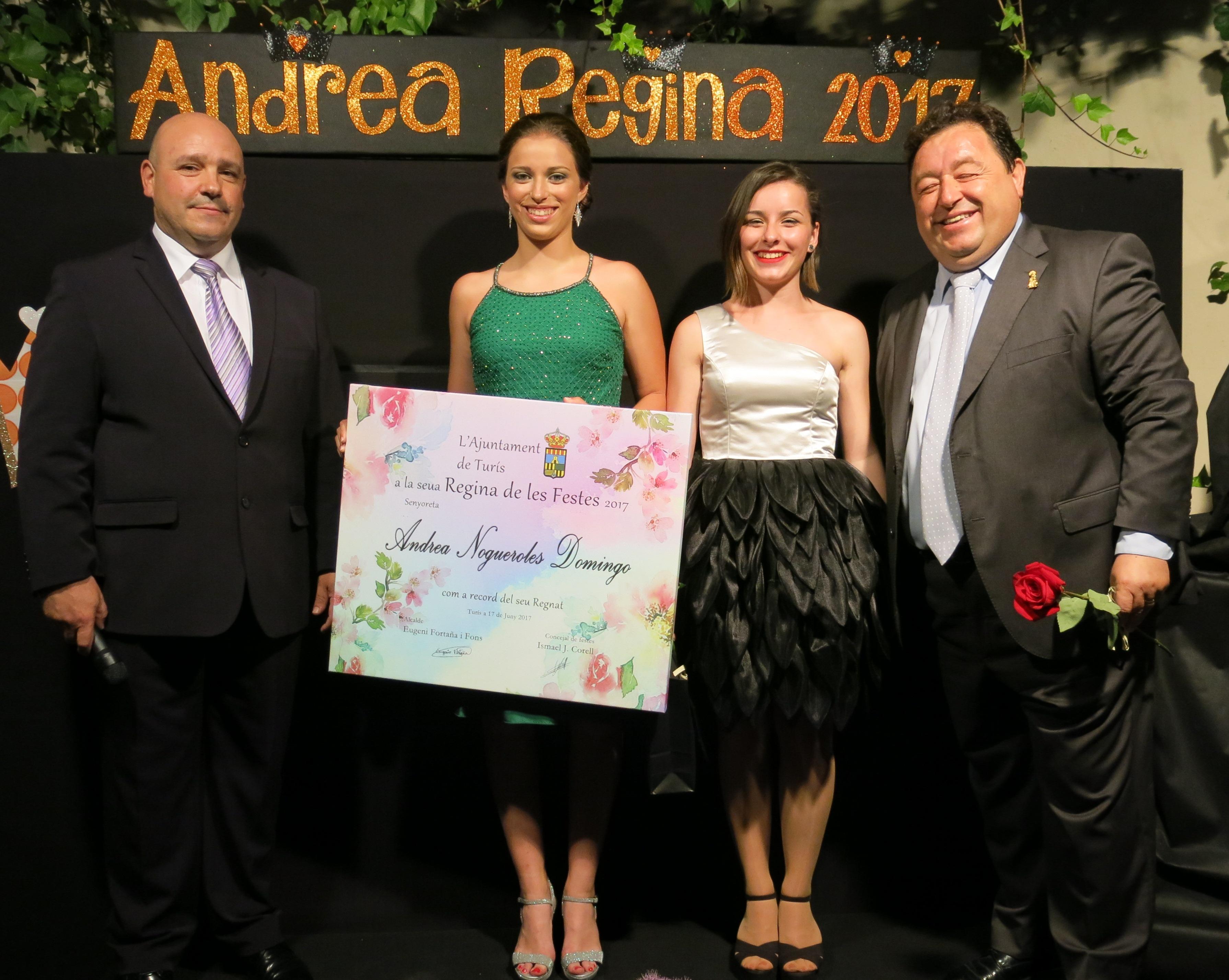 L'acte va comptar amb la presència de familiars i amics de la jove turisana que va estar acompanyada en tot moment per la seua Cort d'Honor, Andrea Crespo Ribes, Natalia Navarro Luján i Marta Martínez Pastor.