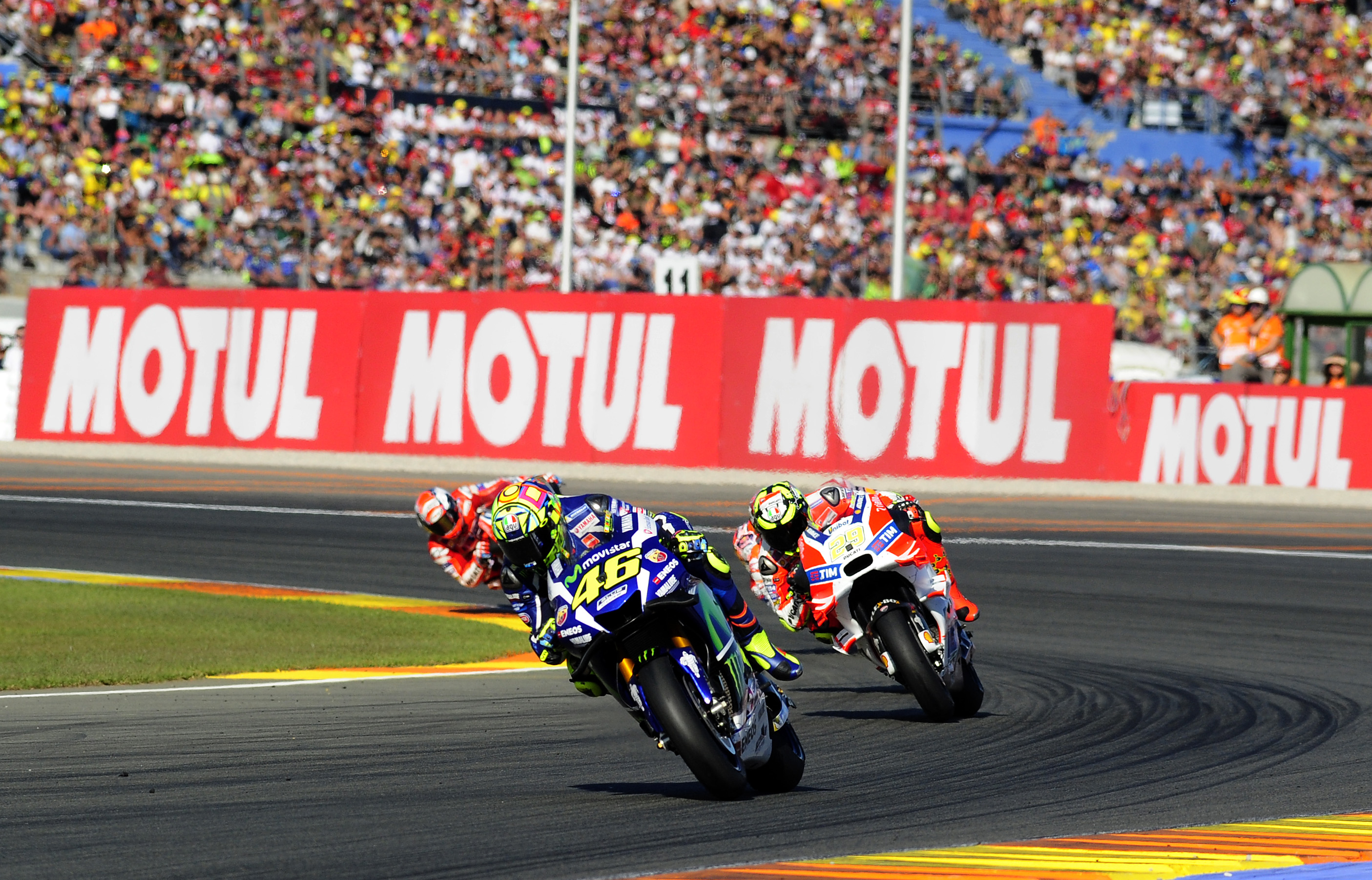 El piloto Valentino Rossi rodando en le Circuito de Cheste durante el Gran Premio de la Comunitat Valenciana.