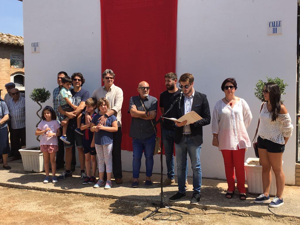 La corporación municipal buñolense durante el homenaje a las víctimas de la Guerra Civil de la localidad.
