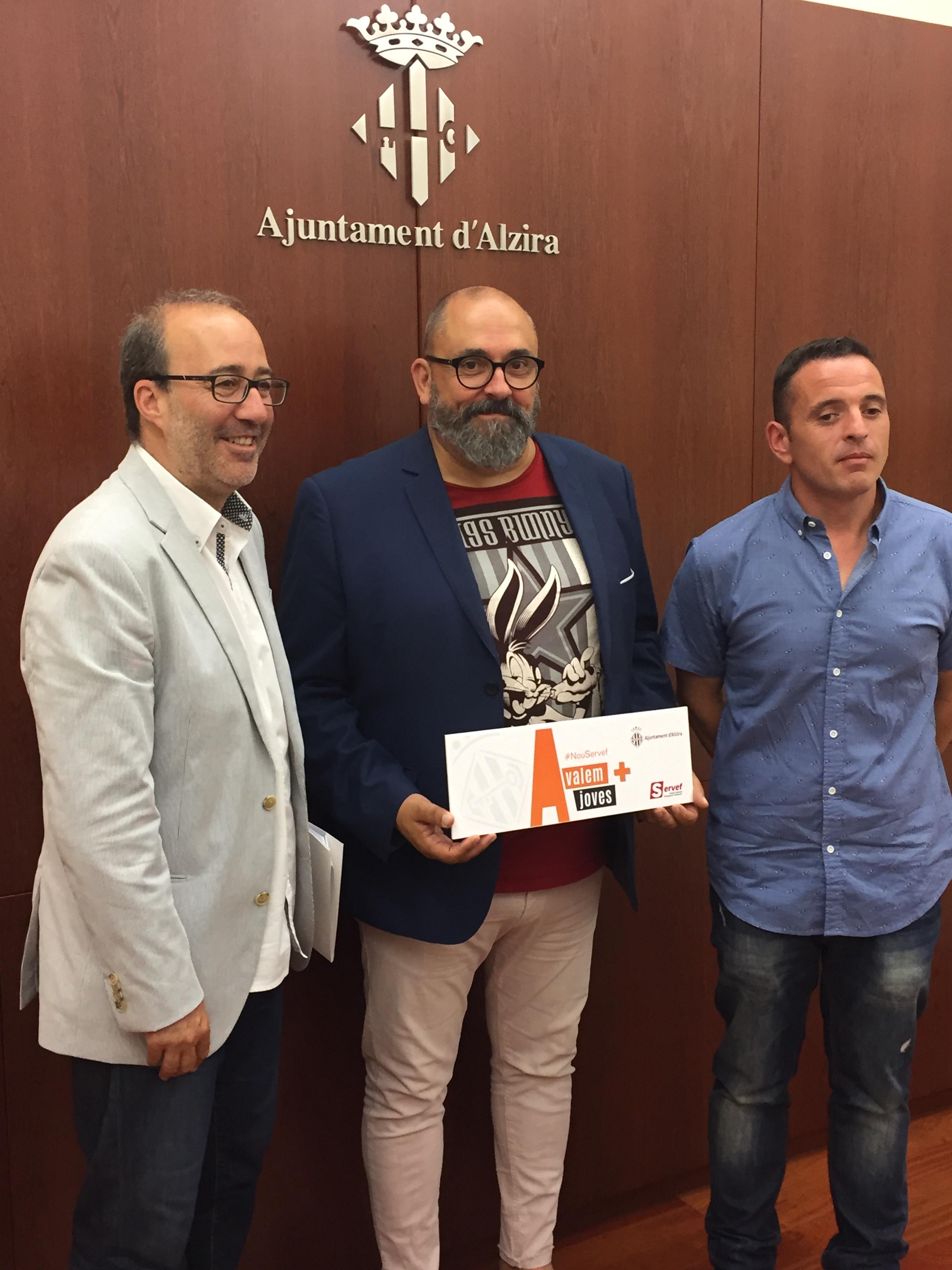 El secretari autonòmic d'Ocupació, Enric Nomdedéu, ha anunciat que els ajuntaments de la Ribera Alta contractaran a 140 joves aturats.