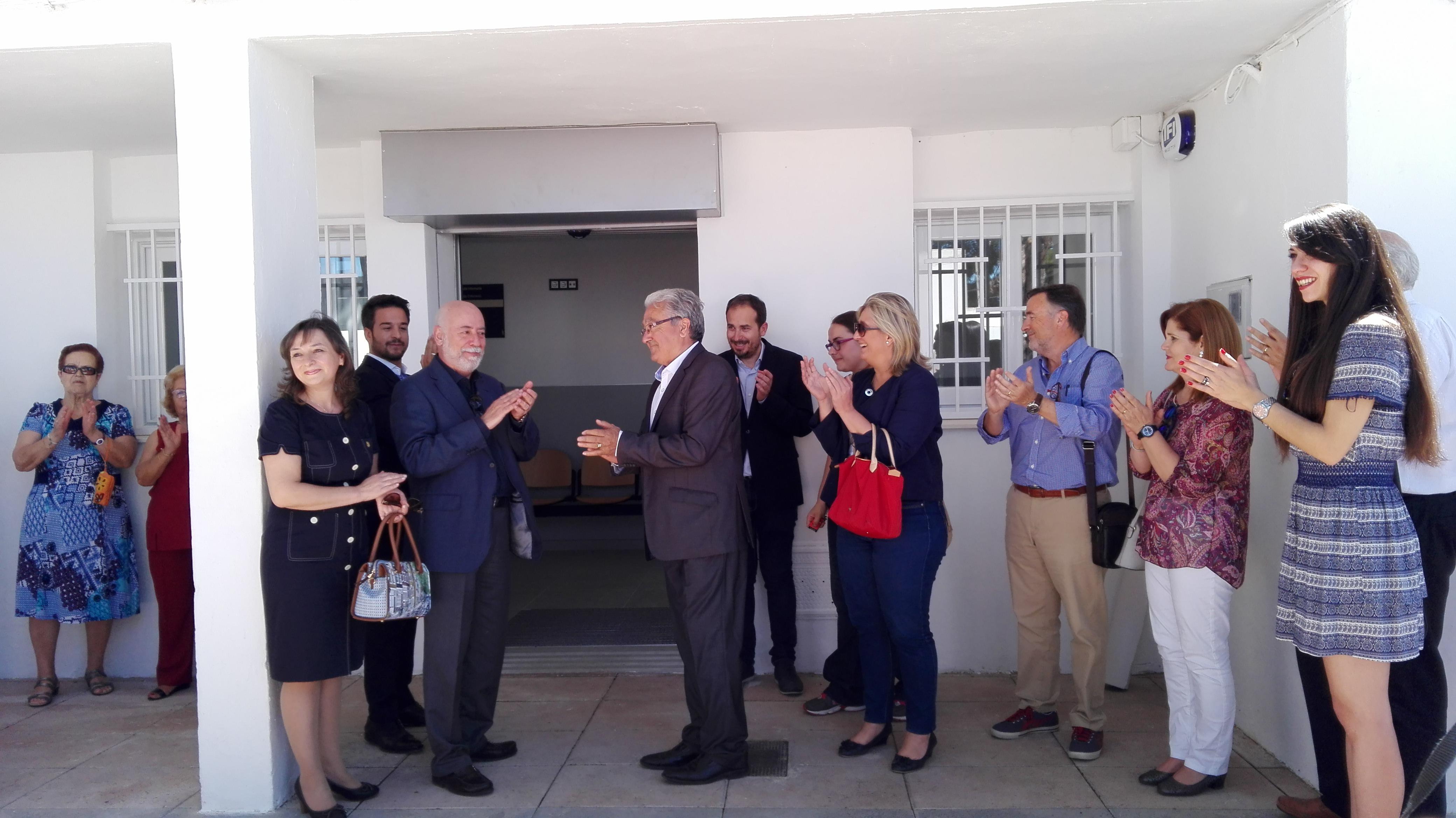 Momento de la inauguración de el nuevo consultorio de salud que mejorará la atención sanitaria a 2.000 vecinos.