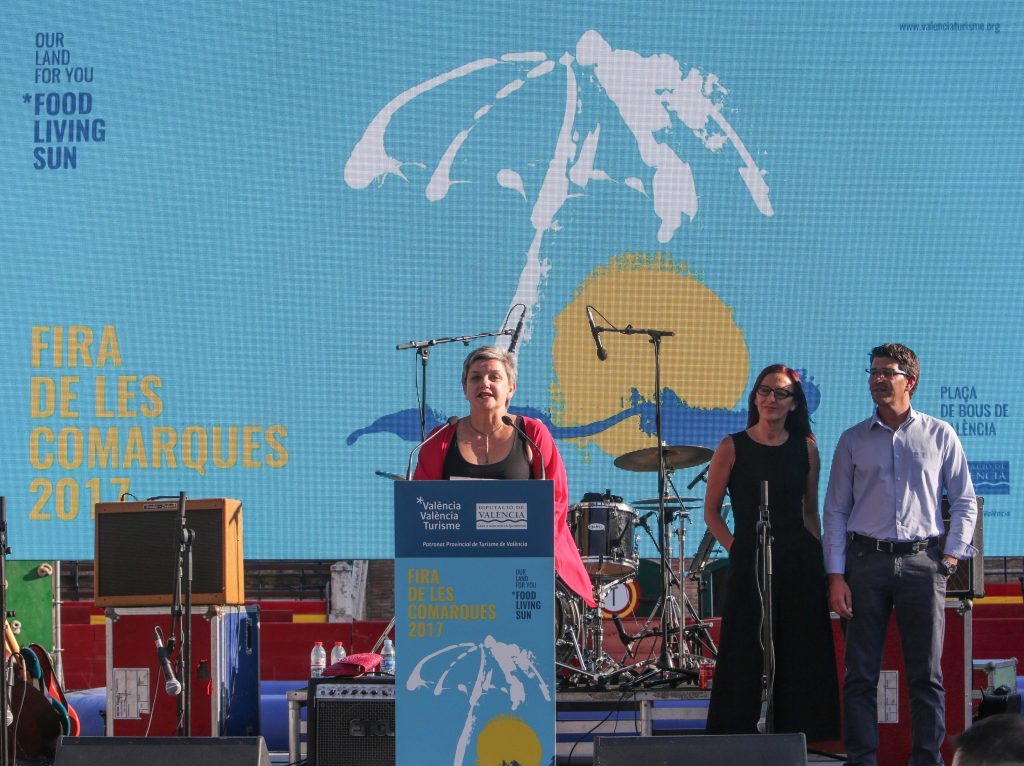 La diputada de Turismo, Pilar Moncho, en la inauguració de la Fira de les Comarques.