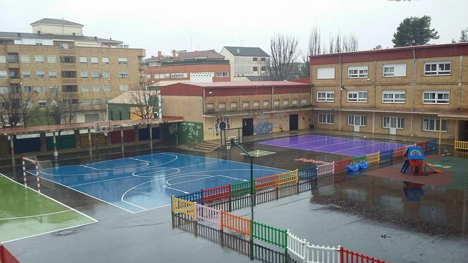 Una imagen del patio del colegio Serrano de Requena.