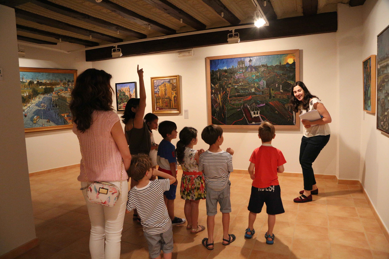 El taller infantil '¿Cómo se mueve el arte?' acerca a los niños de 6 a 12 años el recorrido de una obra desde que nace hasta que está finalizada.