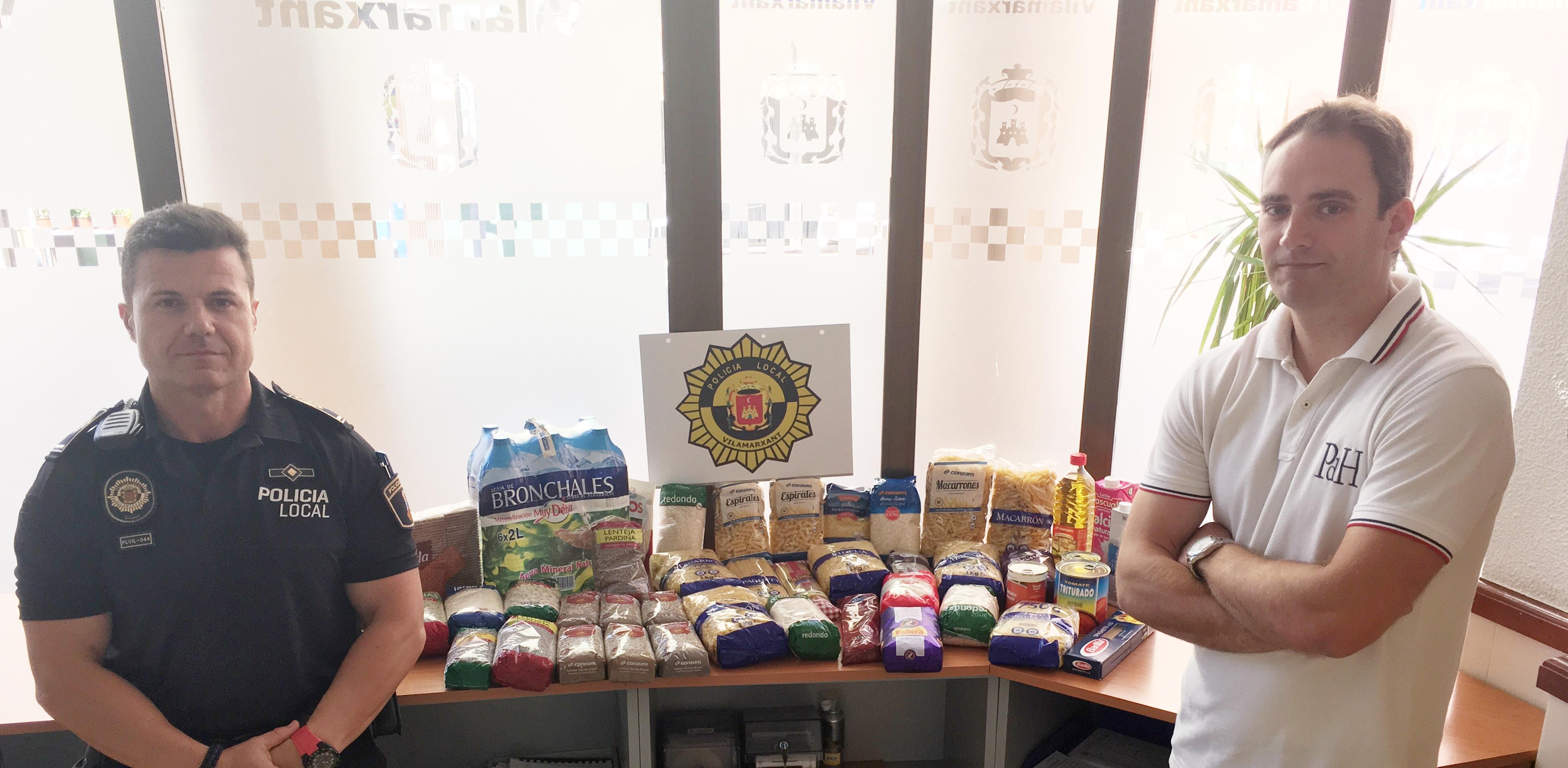 La Policia Local de Vilamarxant reuneix 25 quilos de productes per a Cáritas.