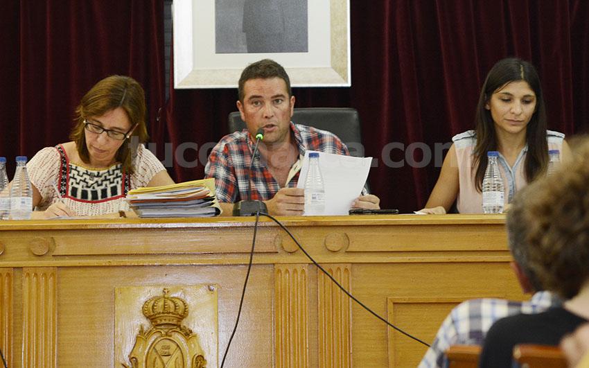 El alcalde de Chiva, Emilio Morales, durante una sesión plenaria.