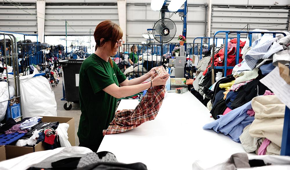 Humana Fundación Pueblo para Pueblo promueve desde 1987 la protección del medio ambiente a través de la reutilización de textil.