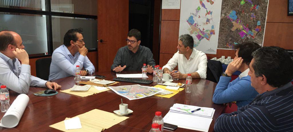El diputado Emili Altur se reúne con los alcaldes de Camp de Túria.