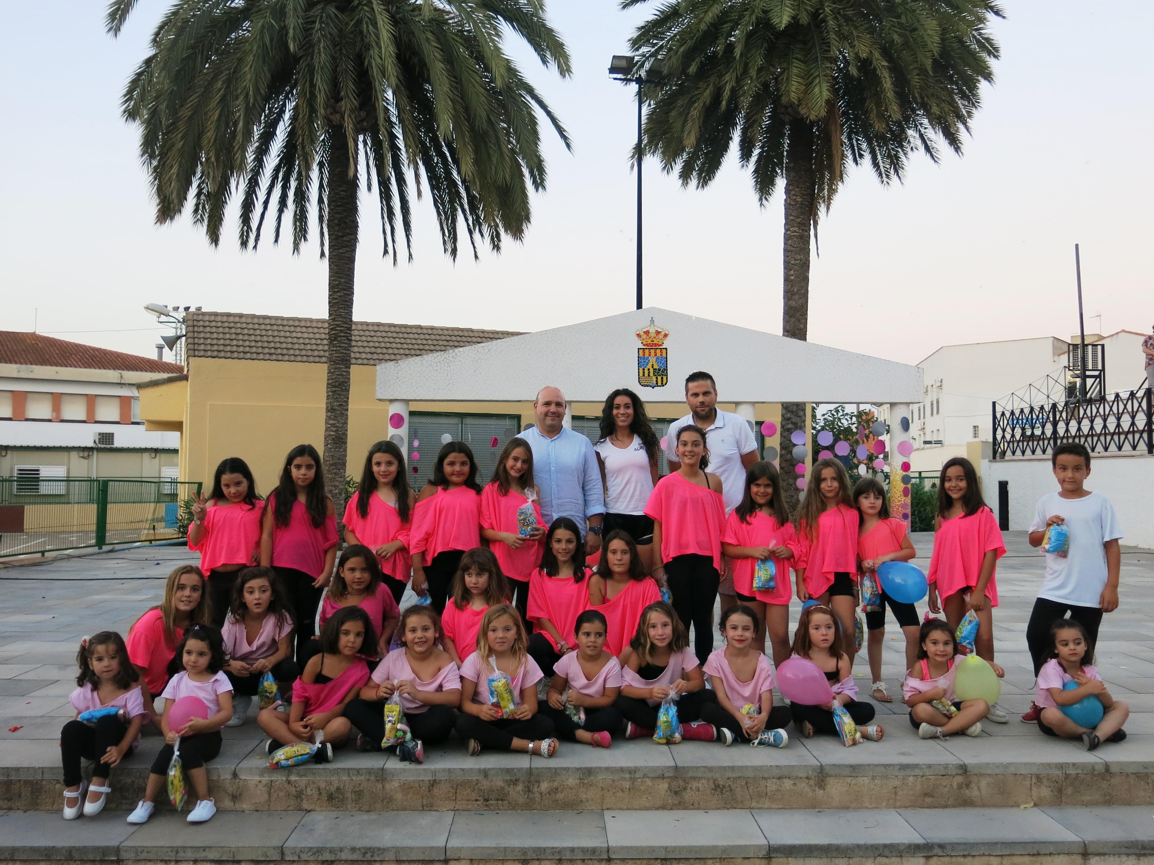 En finalitzar, l'alcalde, Eugenio Fortaña, i el Regidor d'Esports, Ivan Picó, van lliurar un xicotet detall als participants.