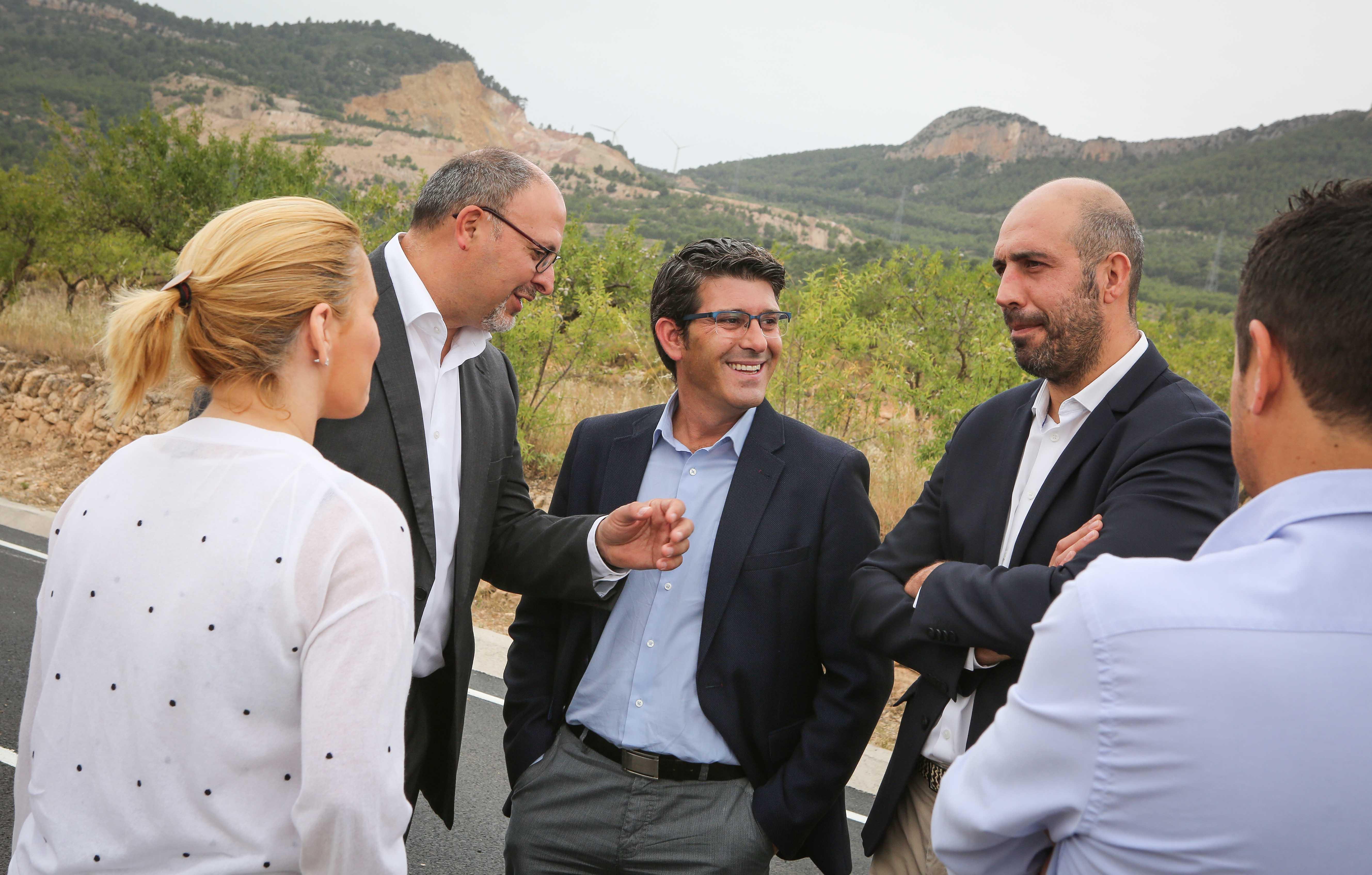 El presidente de la corporación, Jorge Rodríguez, junto al diputado Pablo Seguí y el alcalde de Higueruelas, Melanio Esteban.