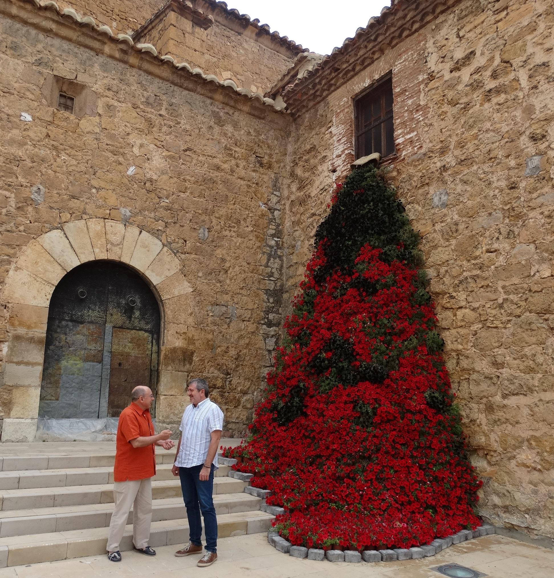 El diputado Josep Bort con el alcalde, Rafael Giménez, visitan 'Aras en Flor'.