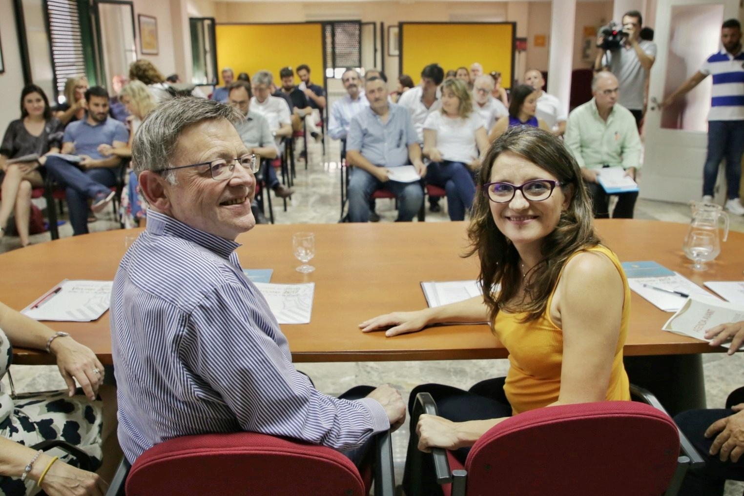 El President de la Generalitat, Ximo Puig, y la Vicepresidenta, Mónica Oltra, en Ademuz.