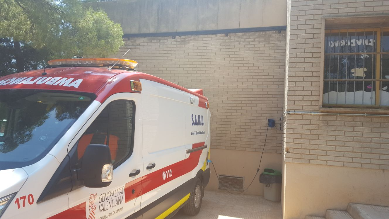 CSI·F pide un techado en la base del SAMU de Buñol para proteger la ambulancia del altas temperaturas, que llegan a alcanzar los 40 grados en el interior del vehículo.