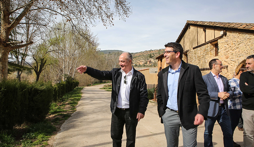 El presidente de la corporación, Jorge Rodríguez, visita el municipio de Casas Bajas durante su 'gira' en el Rincón de Ademuz.