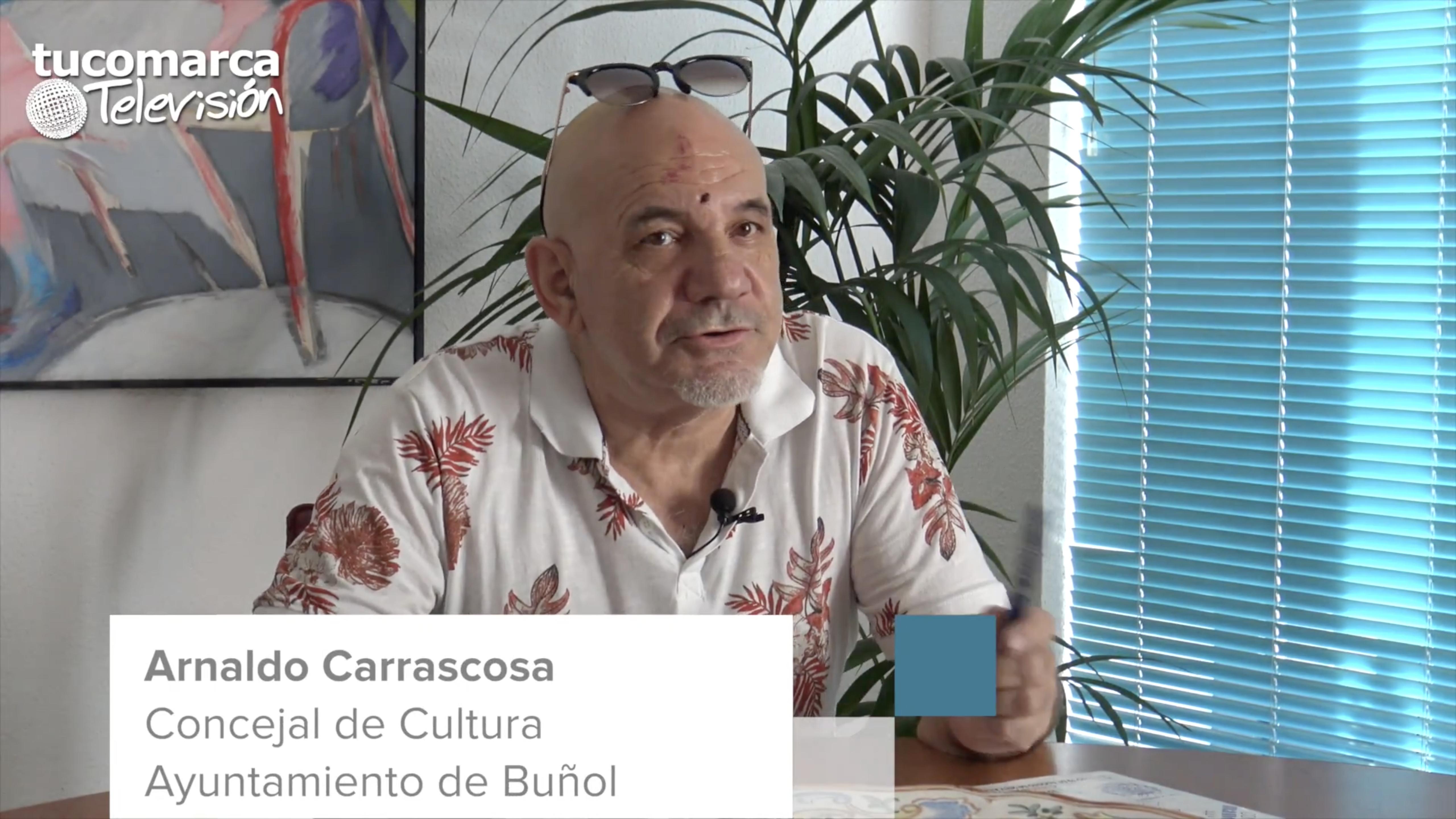El concejal de Cultura del Ayuntamiento de Buñol, Arnaldo Carrascosa, durante la vídeo entrevista concedida a tucomarca.com.