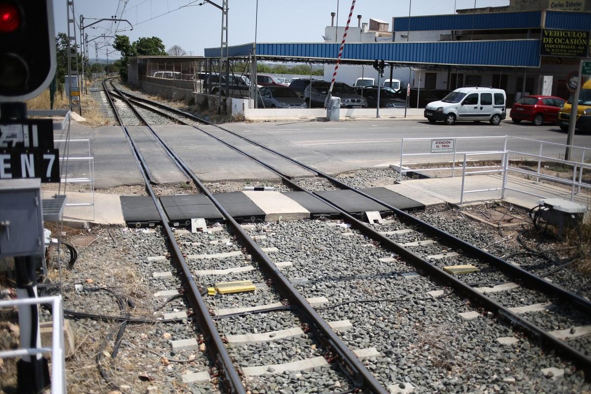 En concreto, se han analizado 141 intersecciones ferroviarias entre pasos a nivel y pasos entre andenes.