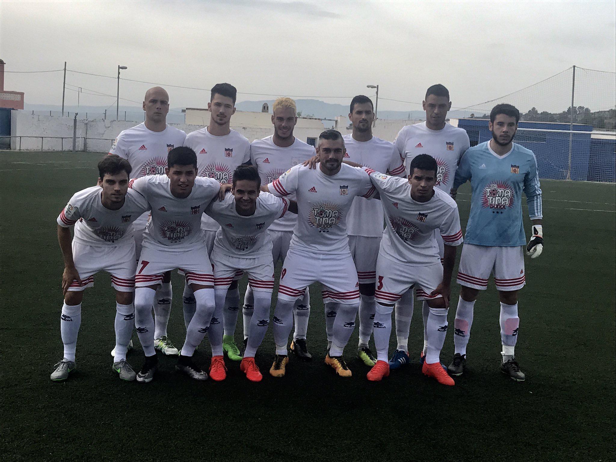 El equipo titular del CD Buñol del primer partido de liga: Pablo Vidal, Chuso, Nacho, Jesús, Fabiani, Pablo (portero), Iranzo, Matías, César, Vallecillo y Adrián.