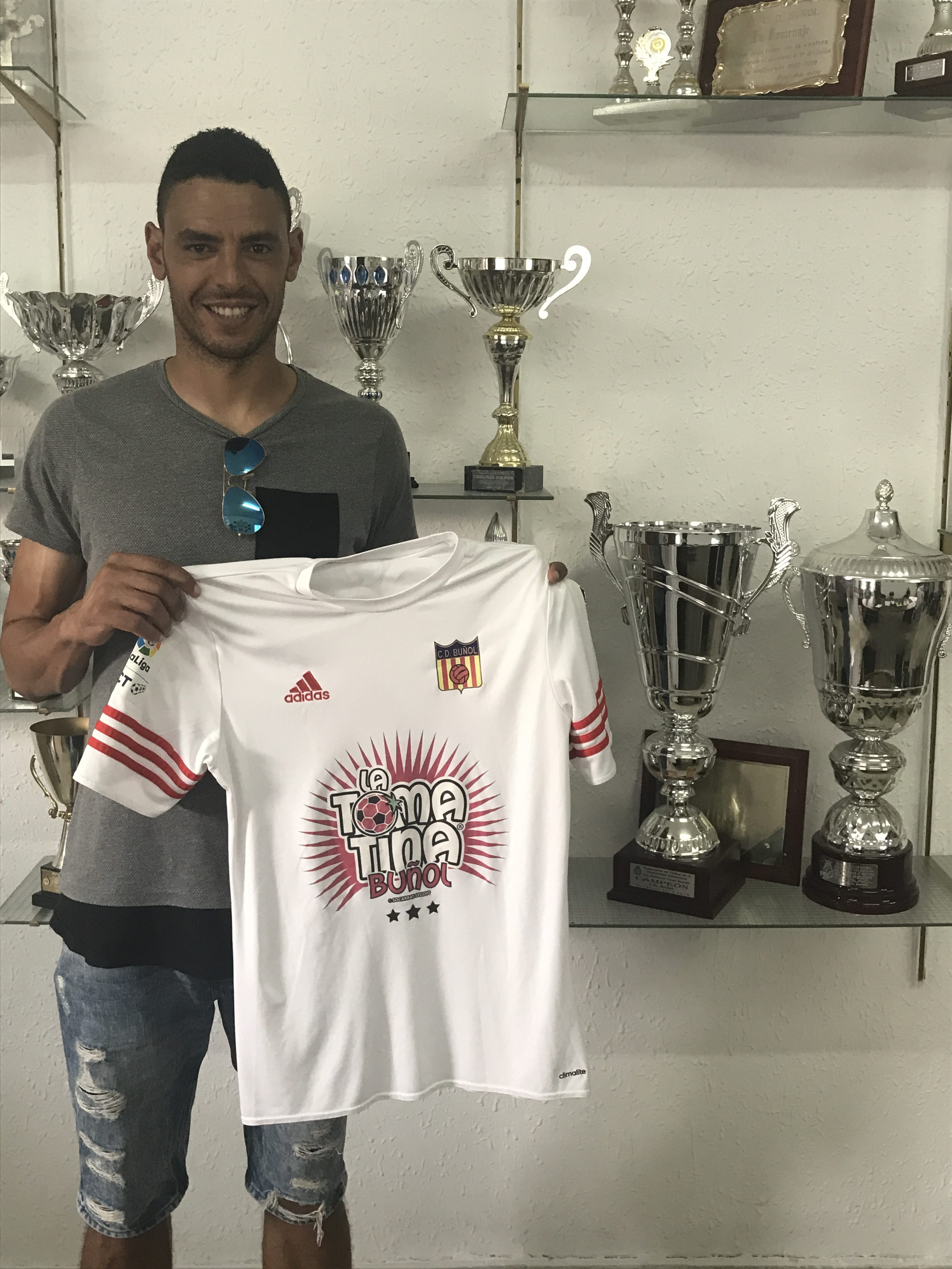 El delantero procedente de L'Hospitalet, Raúl Fabiani, nuevo fichaje del CD Buñol.