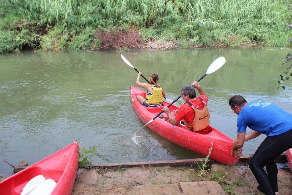 El diputat de Medi Ambient ha participat en la tercera edició del Descens del riu Xúquer amb piragua, una iniciativa que persegueix reconèixer la rellevància natural i vertebradora del caudal.