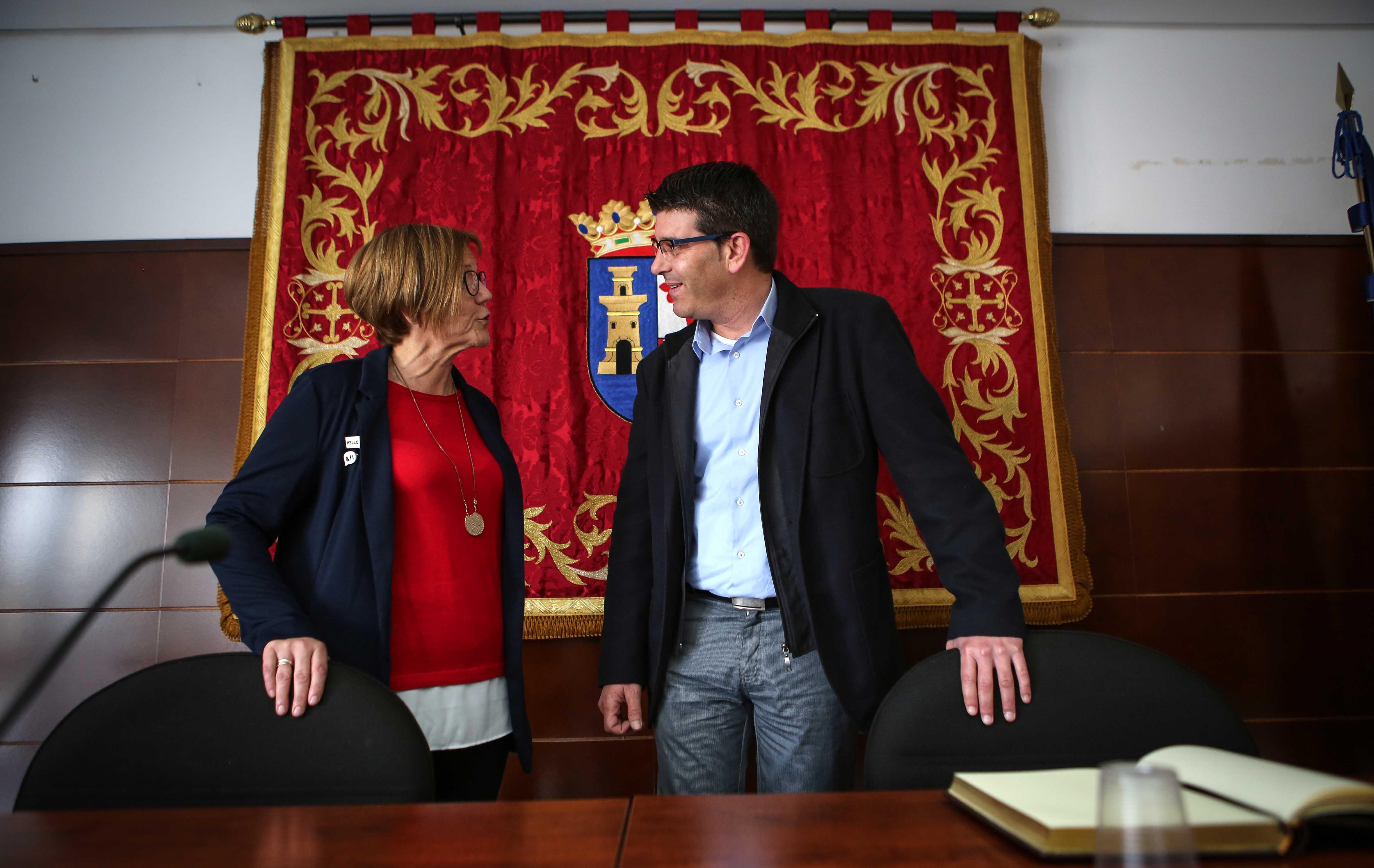 El presidente de la Diputación durante su reciente visita a La Hoya, acompañado de la alcaldesa de Alborache.