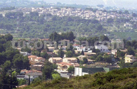 Viviendas y diseminados de la urbanización de Calicanto, en el término municipal de Chiva.