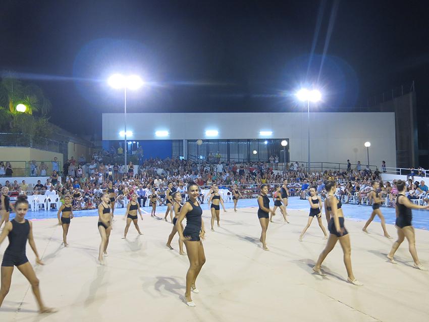 Les alumnes de les diferents categories van oferir un repàs dels exercicis que han practicat durant tota la temporada.