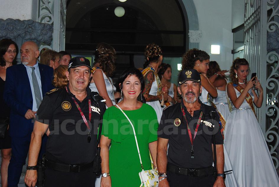 El Jefe de la Policía Local de Buñol, junto a la alcaldesa y al jefe de Protección Civil de la localidad.