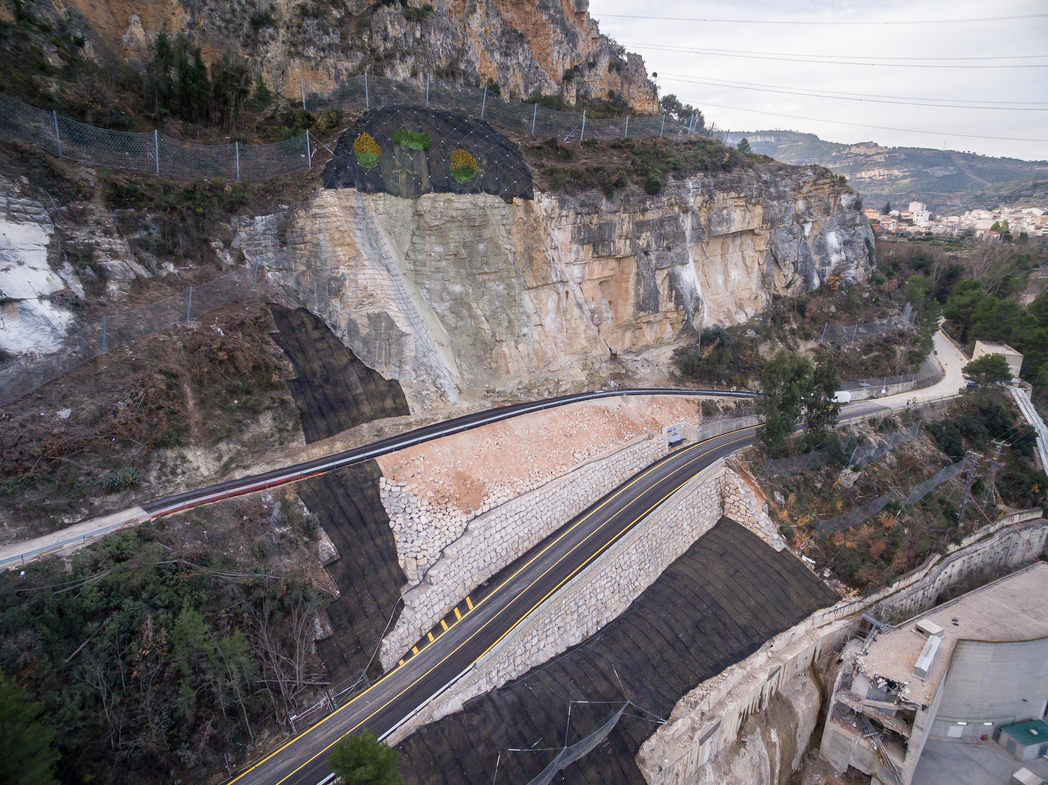 Vista aérea de la carretera de Cortes de Pallás.