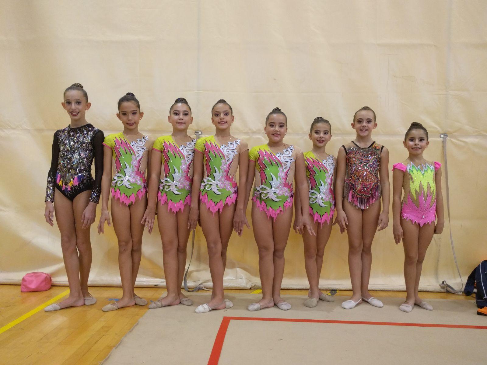 Las jóvenes atletas del Club de Gimnasia Rítmica de Buñol-Turís participantes en el torneo.