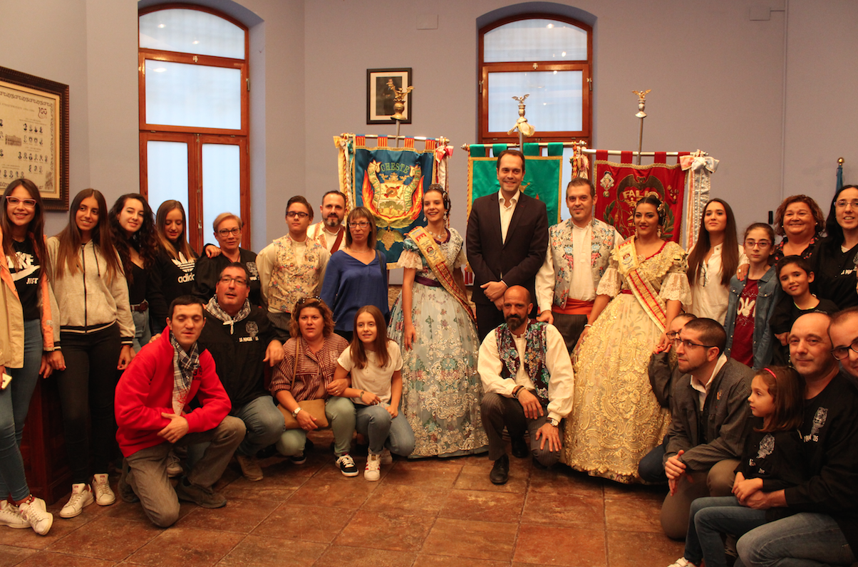 Al acto acudieron los miembros de Falla Industria y Comercio y Falla Barrio de La Alegría y los concejales del Ayuntamiento.