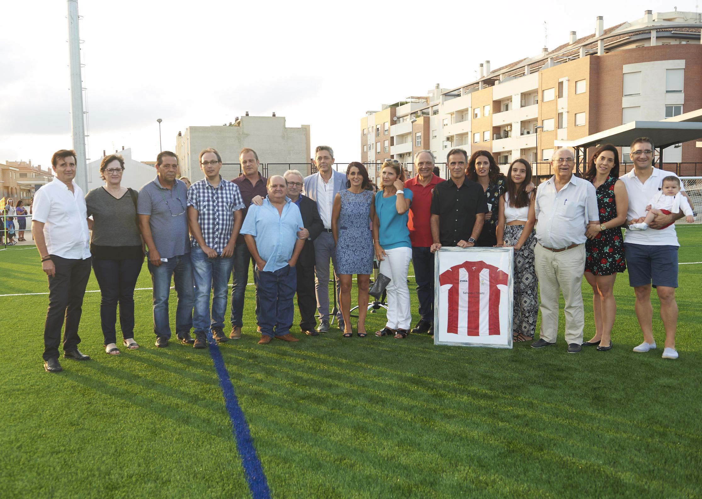 El Vallbonense recupera el campo de fútbol después de 10 años abandonado.
