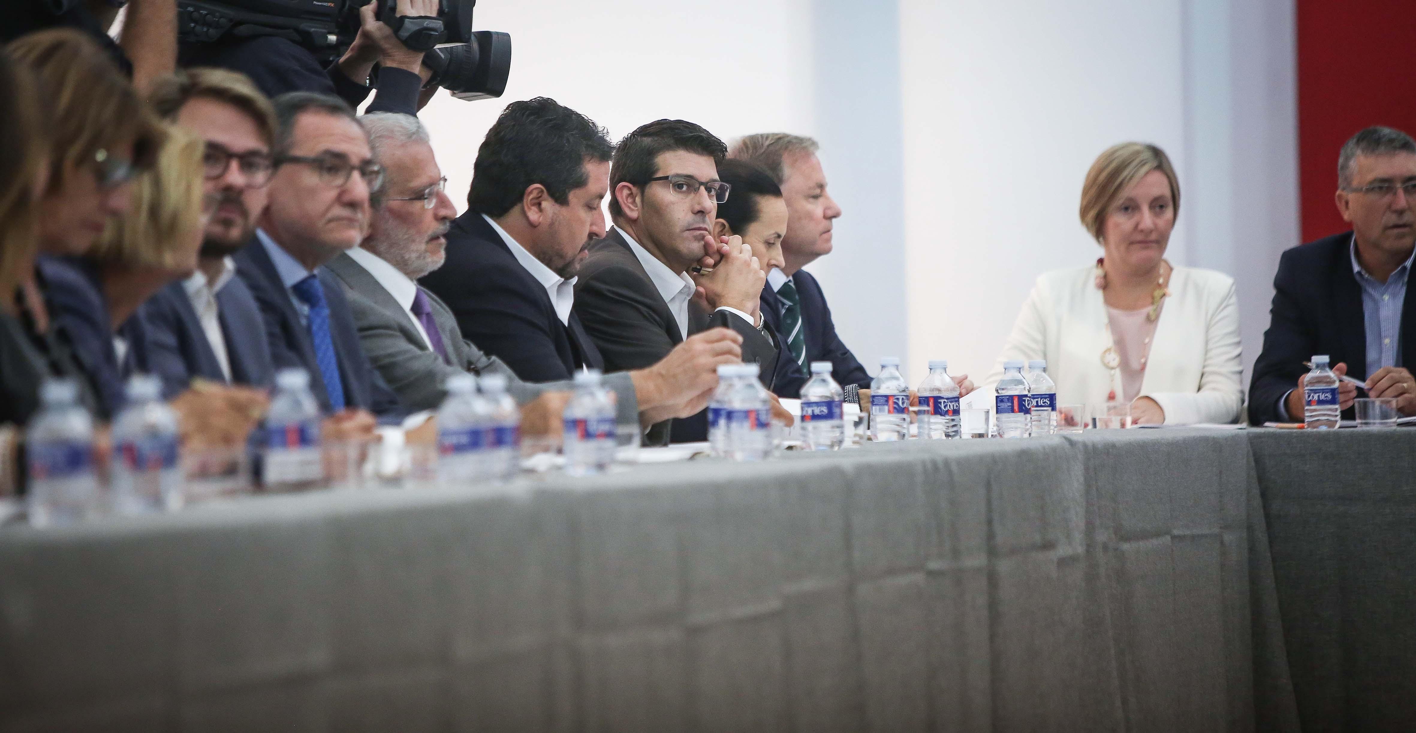 El presidente de la Diputación, Jorge Rodríguez, durante el desarrollo de la reunión.