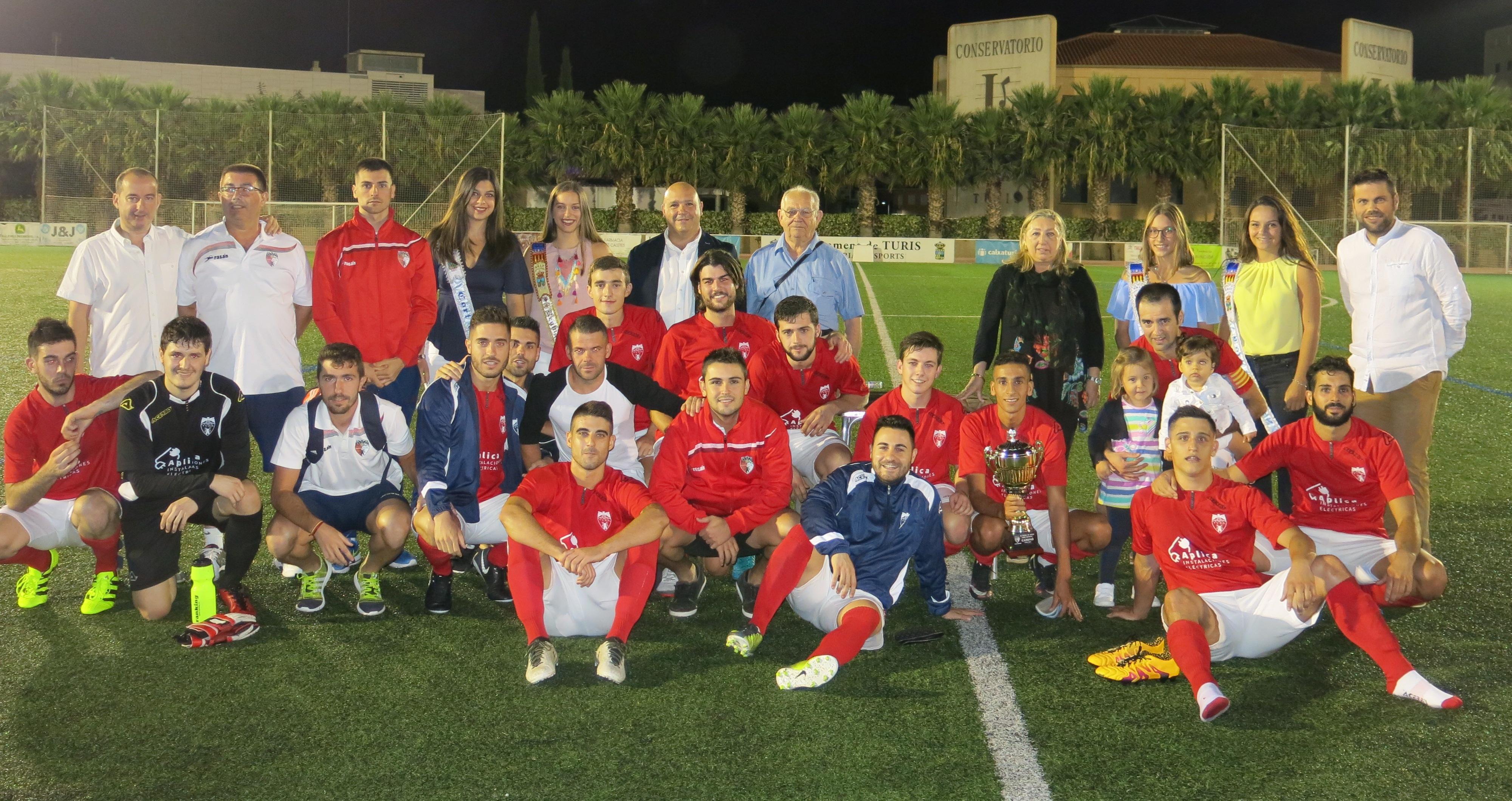 """El III Trofeu de Festes """"Pepe Mitgeta"""" se ha quedó en casa merced a la victoria del C.D. Turís frente al Ribarroja CF por 2 a 1."""