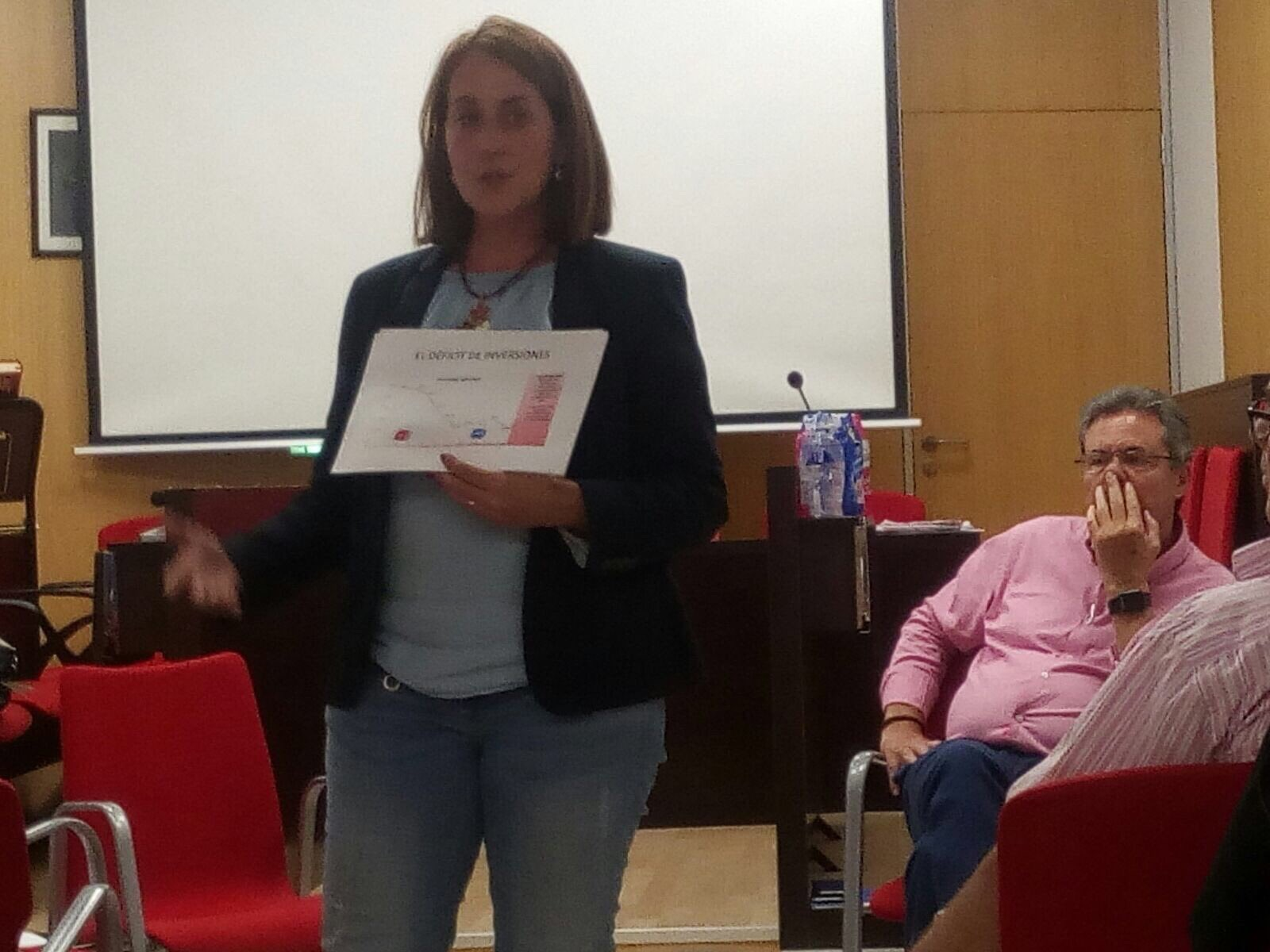 La secretaria del PSPV de Función Pública, Virginia Baldoví, advierte de que solo en la localidad de Ayora se pierden casi dos millones de euros al año.