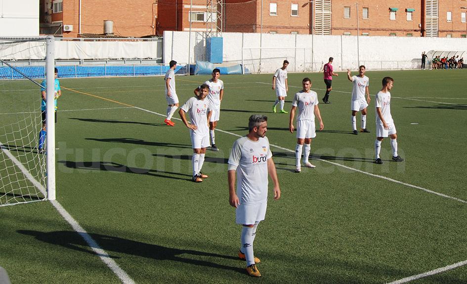 Edu Vallecillo transformó para el CD Buñol el penalti que pitó el colegiado en el minuto 89.