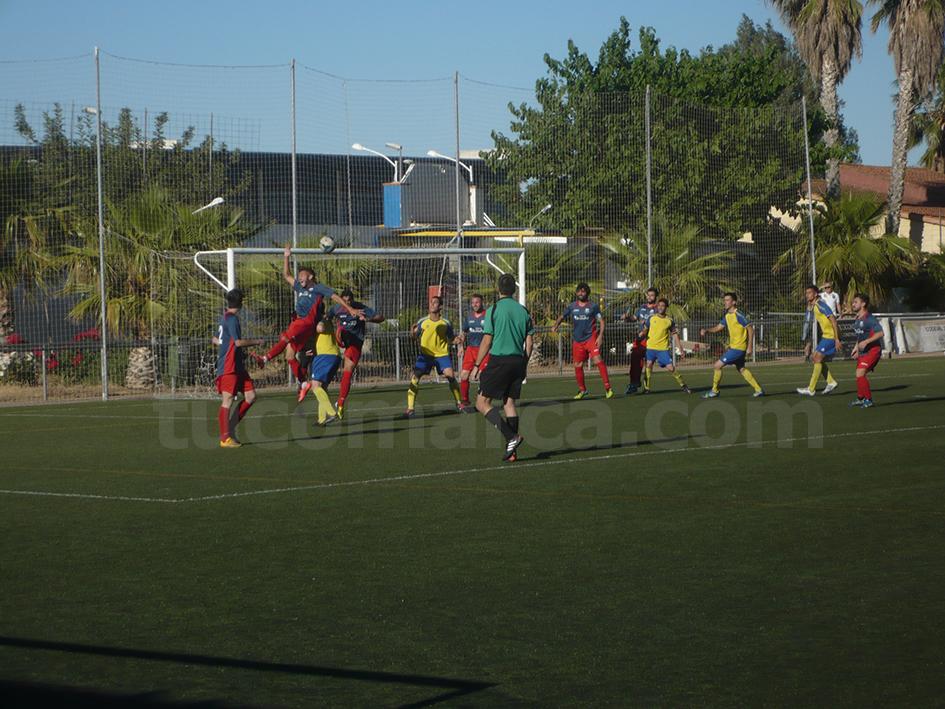 El CD Cheste durante uno de sus últimos partidos en el campo de La Viña.