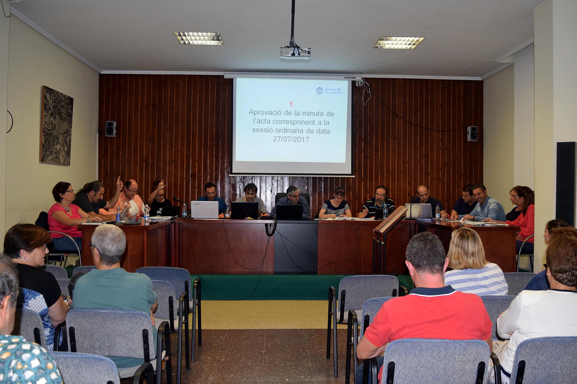 Es van aprovar subvencions a l'Associació de Comerciants i a la Comunitat de Regants.