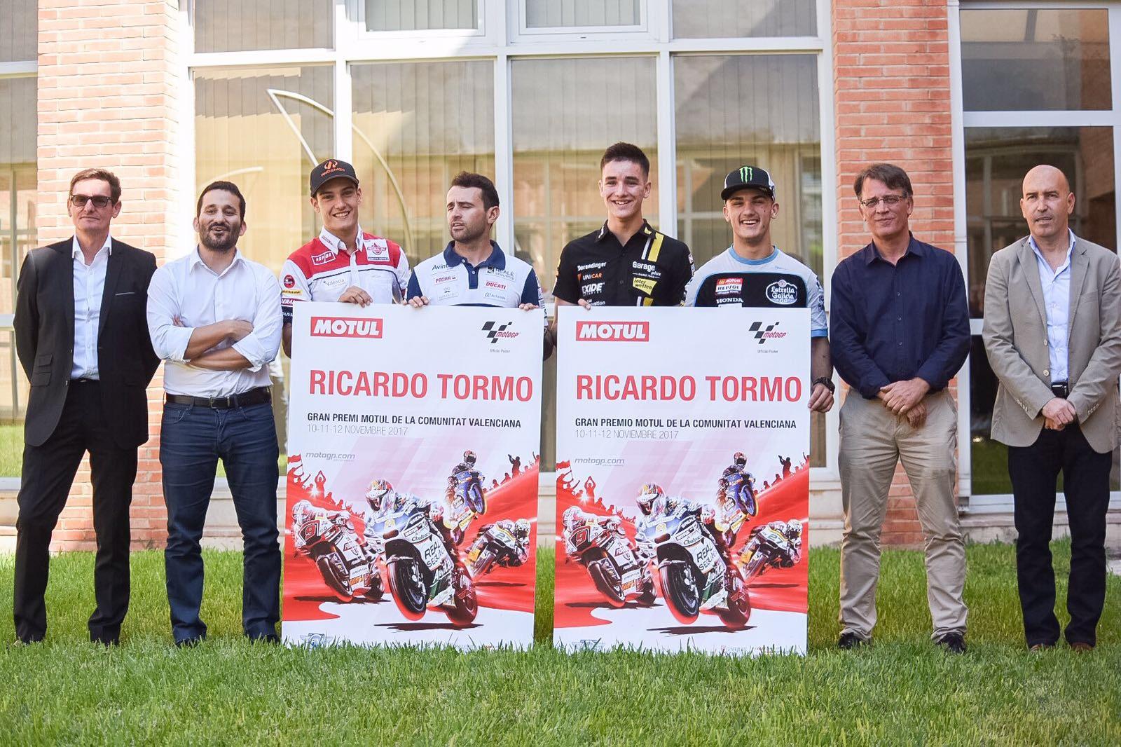 En el acto han participado los protagonistas del cartel promocional, los cuatro pilotos valencianos que han participado en toda la temporada de carreras: Héctor Barberá en la categoría de MotoGP, Jorge Navarro e Iker Lecuona en Moto2 y Arón Canet en Moto3.