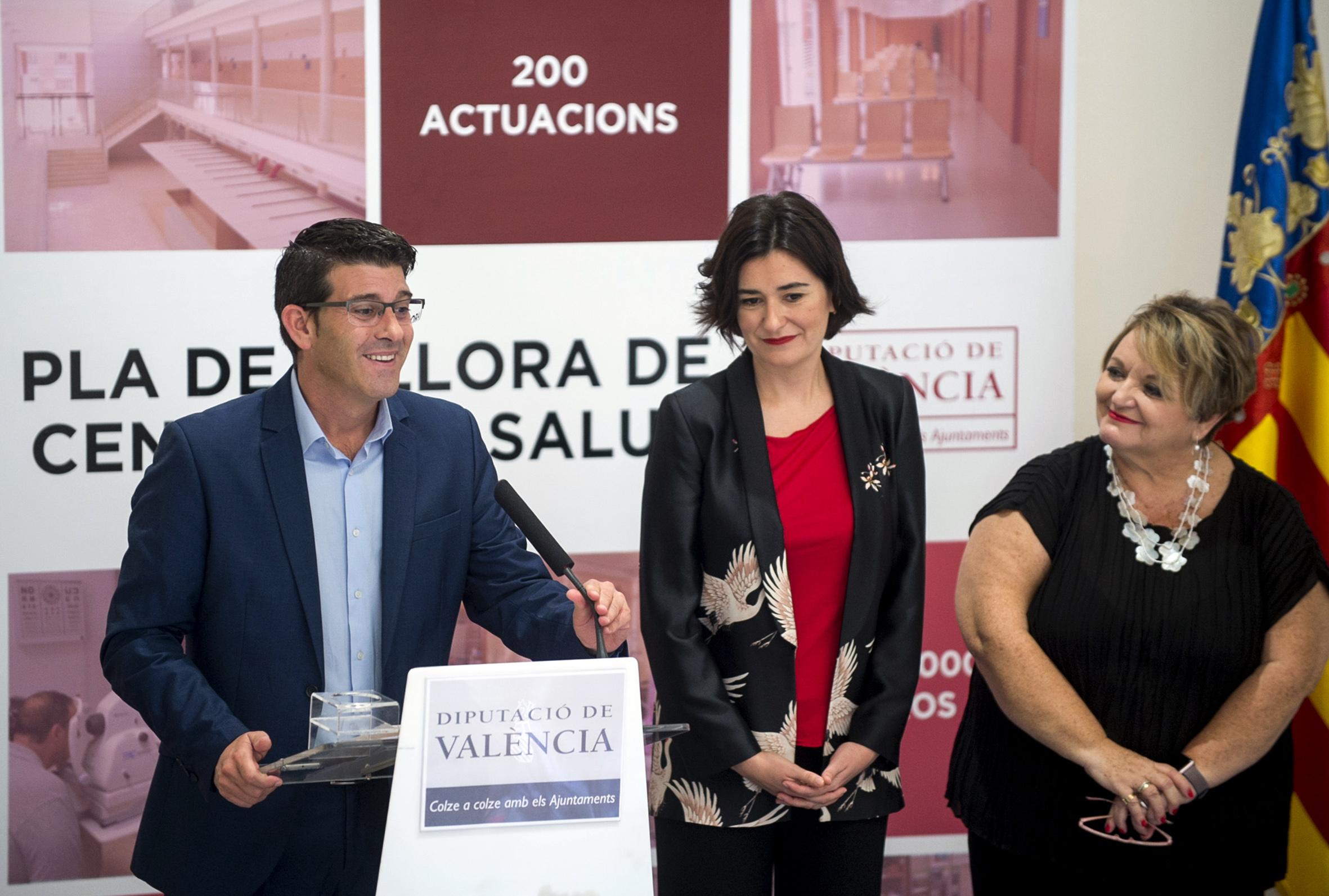El presidente de la Corporación, Jorge Rodríguez, y la consellera Carmen Montón han presentado un programa que pretende humanizar la atención sanitaria mejorando la habitabilidad de los centros.
